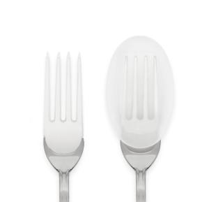 Il copri rebbi Formì che trasforma anche la forchetta in cucchiaio