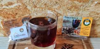 Una bustina di CAfFreddo contiene gli ingredienti per un cold brew gustoso e bilanciato
