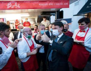 I ragazzi di PizzAut con il presidente del Consiglio Giuseppe Conte