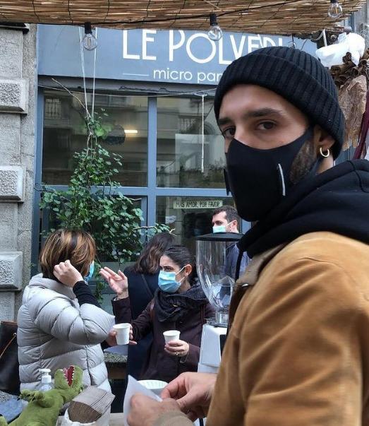 Gianni Tratzi nel dehors del micropanificio Le Polveri