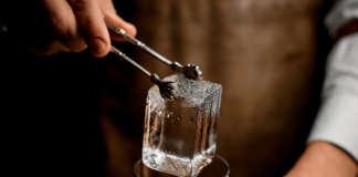 Ice Cube ghiaccio Old Fashioned ambientata